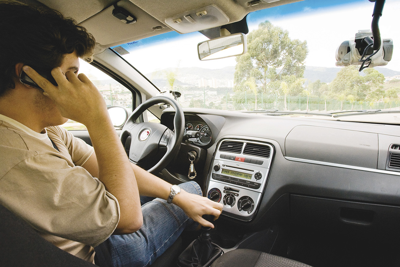 Celular ao volante