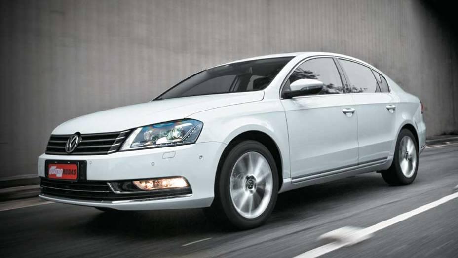 """Custo-benefício para combater rivais como o Hyundai Sonata <a href=""""http://quatrorodas.abril.com.br/carros/testes/volkswagen-passat-2-0-tsi-633827.shtml"""" target=""""_blank"""" title=""""Passat"""" rel=""""migration"""">(clique aqui e saiba mais sobre o Passat)</a>"""