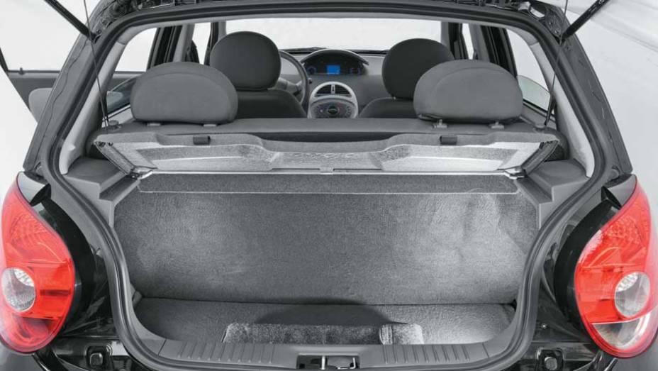 Porta-malas leva 30 litros a menos do que o do QQ (160 ante 190 litros)