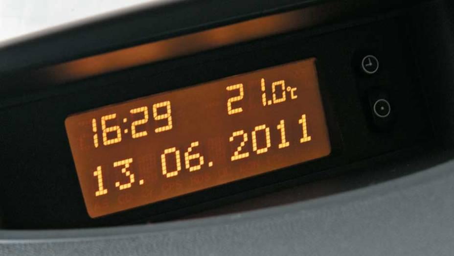 No console: data, hora e temperatura
