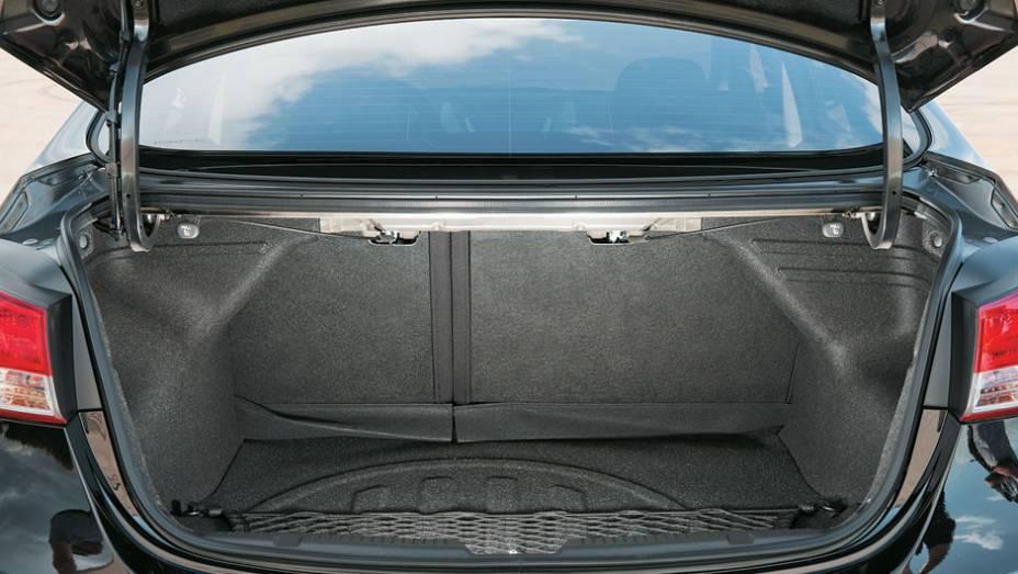 No porta-malas, cabem 420 litros de bagagem