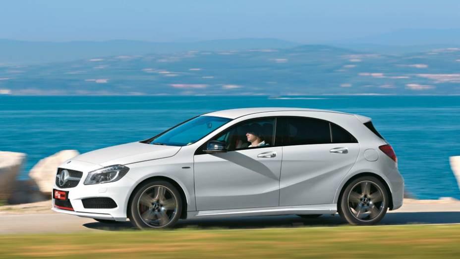 """Vincos na lateral fazem do seu design o mais moderno dos Mercedes   <a href=""""http://quatrorodas.abril.com.br/carros/impressoes/mercedes-benz-250-699651.shtml"""" rel=""""migration"""">Leia mais</a>"""
