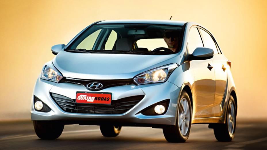 """Grade hexagonal e faróis grandes: design tem traços de DNA Hyundai   <a href=""""http://quatrorodas.abril.com.br/carros/testes/hyundai-hb20-1-0-1-6-714843.shtml"""" rel=""""migration"""">Leia mais</a>"""