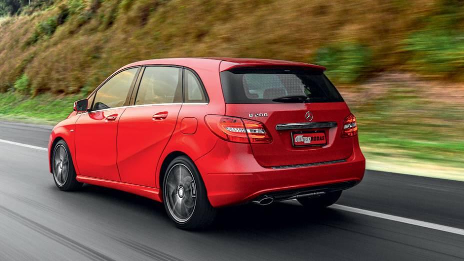 """Minivan tem ótima aerodinâmica, com Cx de 0,26   <a href=""""http://quatrorodas.abril.com.br/carros/lancamentos/mercedes-benz-b-200-turbo-724725.shtml"""" rel=""""migration"""">Leia mais</a>"""