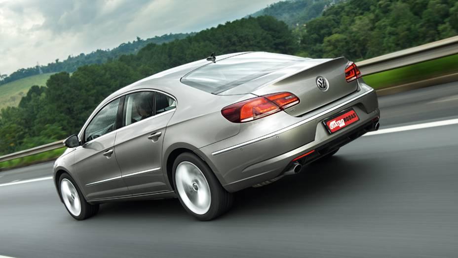 """As lanternas multifacetadas, com leds, fazem parte do DNA dos novos Volkswagen   <a href=""""http://quatrorodas.abril.com.br/carros/lancamentos/volkswagen-cc-v6-3-6-734636.shtml"""" rel=""""migration"""">Leia mais</a>"""
