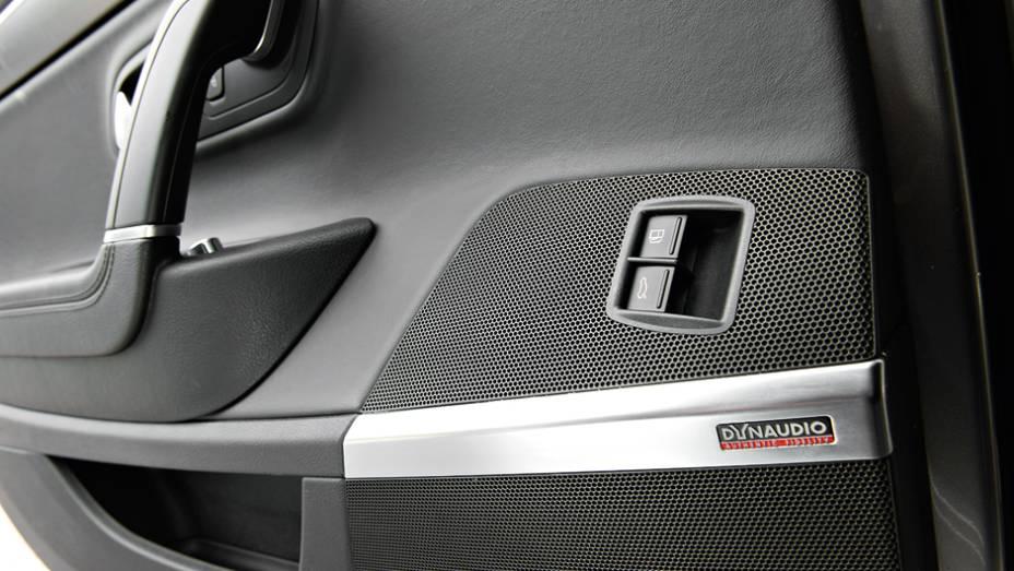 """Sistema de som que equipa o Bugatti   <a href=""""http://quatrorodas.abril.com.br/carros/lancamentos/volkswagen-cc-v6-3-6-734636.shtml"""" rel=""""migration"""">Leia mais</a>"""
