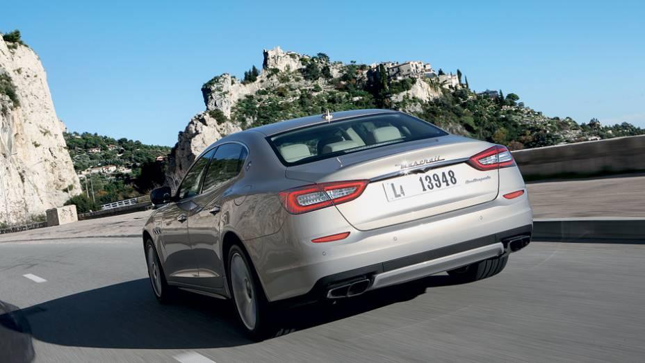 """Traseira remete a modelos da Citroën e Audi   <a href=""""http://quatrorodas.abril.com.br/carros/impressoes/maserati-quattroporte-736318.shtml"""" rel=""""migration"""">Leia mais</a>"""