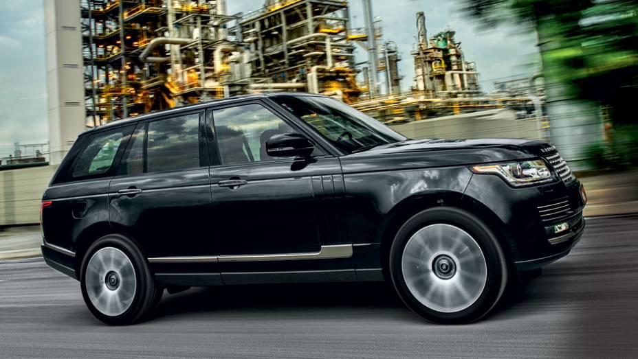 """Quarta geração do Range Rover ganhou traços do Evoque   <a href=""""http://quatrorodas.abril.com.br/carros/testes/land-rover-range-rover-vogue-738240.shtml"""" rel=""""migration"""">Leia mais</a>"""