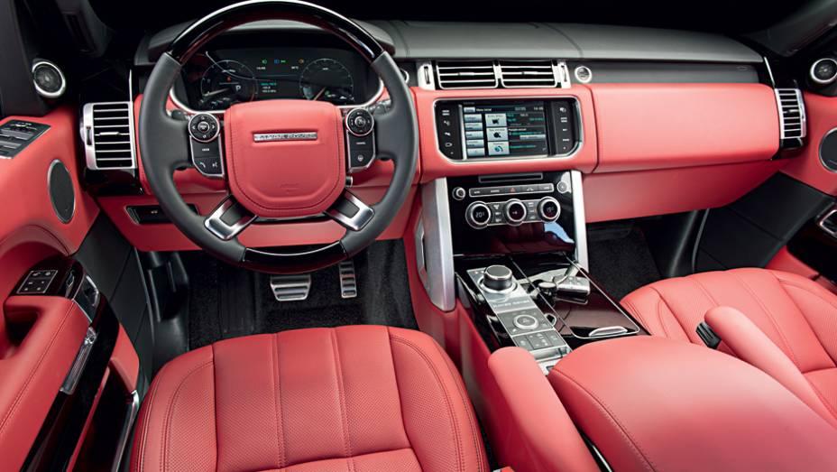 """Couro vermelho é uma das opções de acabamento   <a href=""""http://quatrorodas.abril.com.br/carros/testes/land-rover-range-rover-vogue-738240.shtml"""" rel=""""migration"""">Leia mais</a>"""