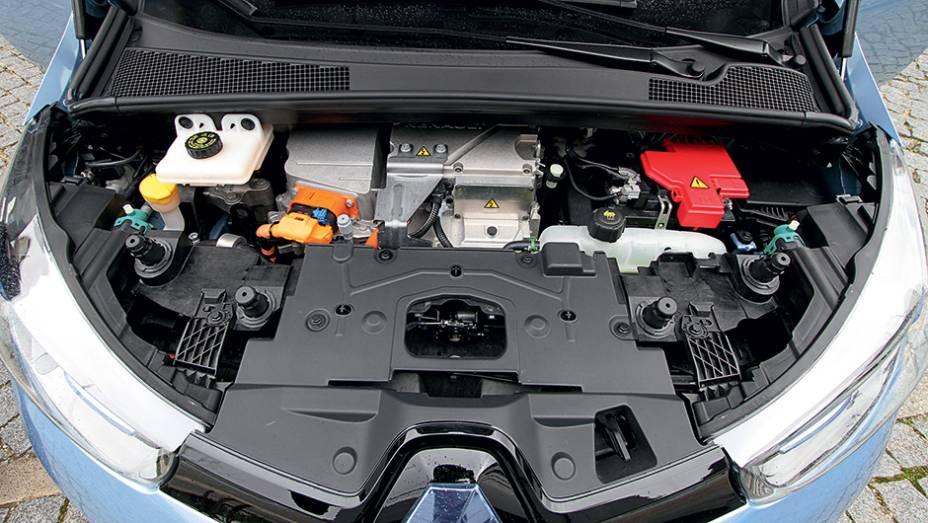 """Motor elétrico chega a 88 cv   <a href=""""http://quatrorodas.abril.com.br/carros/impressoes/renault-zoe-747928.shtml"""" rel=""""migration"""">Leia mais</a>"""