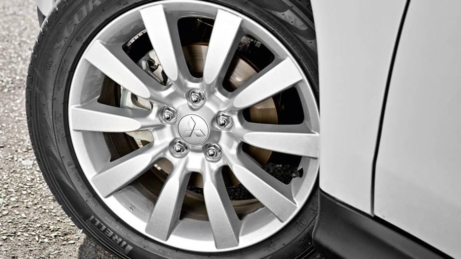 """Por fora, as rodas de 18 polegadas são a novidade   <a href=""""http://quatrorodas.abril.com.br/carros/lancamentos/mitsubishi-asx-awd-748892.shtml"""" rel=""""migration"""">Leia mais</a>"""