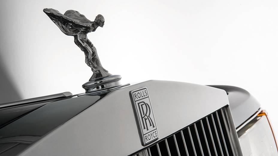 """Spirit of Ecstasy, no capô dos Rolls desde os anos 20   <a href=""""http://quatrorodas.abril.com.br/carros/classicos-grandescarros/rolls-royce-silver-spirit-spur-754638.shtml"""" rel=""""migration"""">Leia mais</a>"""