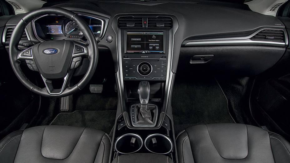 """O volante é multifuncional   <a href=""""http://quatrorodas.abril.com.br/carros/testes/ford-fusion-hybrid-757087.shtml"""" rel=""""migration"""">Leia mais</a>"""