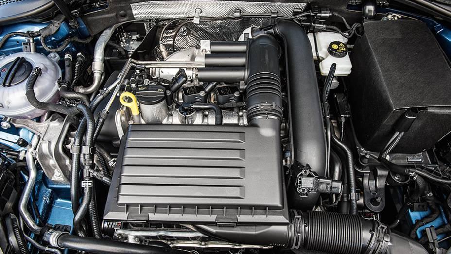 """Motor tem preparação mais forte, com 140 cv   <a href=""""http://quatrorodas.abril.com.br/carros/comparativos/audi-a3-x-vw-golf-757579.shtml"""" rel=""""migration"""">Leia mais</a>"""