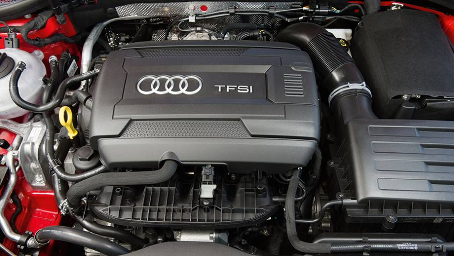 """Motor 1.8 TFSI a gasolina conta com oito bicos injetores   <a href=""""http://quatrorodas.abril.com.br/carros/testes/audi-a3-sedan-771657.shtml"""" rel=""""migration"""">Leia mais</a>"""