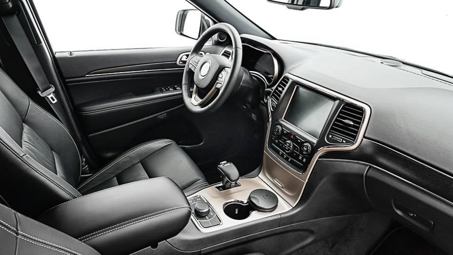 """Vidros laminados: maior conforto acústico   <a href=""""http://quatrorodas.abril.com.br/carros/impressoes/jeep-grand-cherokee-limited-v6-3-6-774608.shtml"""" rel=""""migration"""">Leia mais</a>"""