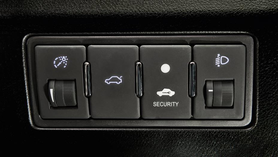 """O porta-malas possui abertura interna elétrica e...   <a href=""""http://quatrorodas.abril.com.br/carros/testes/geely-ec7-1-8-gs-780443.shtml"""" rel=""""migration"""">Leia mais</a>"""