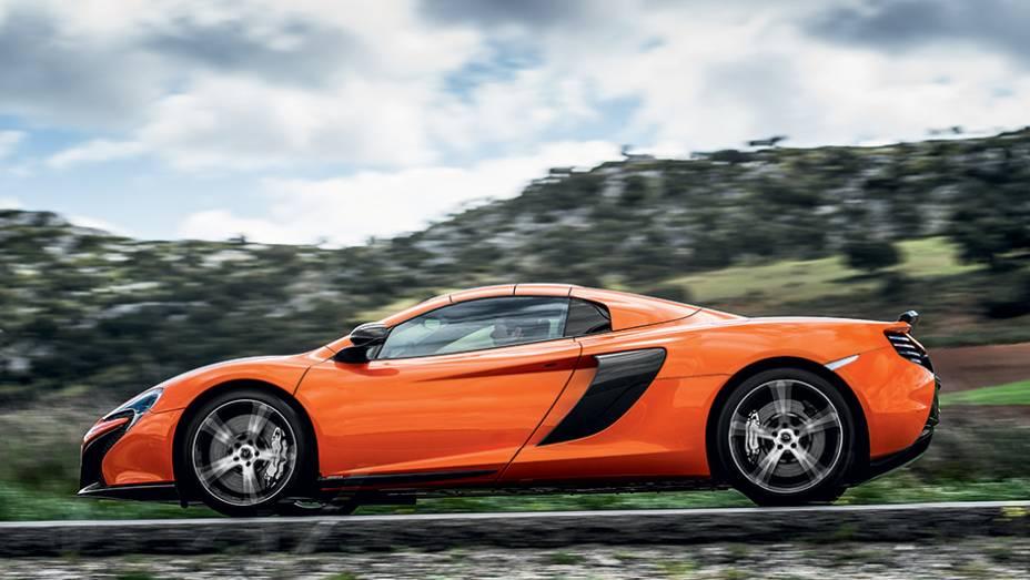 """O McLaren conversível fica com jeitão de cupê com a capota rígida   <a href=""""http://quatrorodas.abril.com.br/carros/impressoes/mclaren-650s-787311.shtml"""" rel=""""migration"""">Leia mais</a>"""