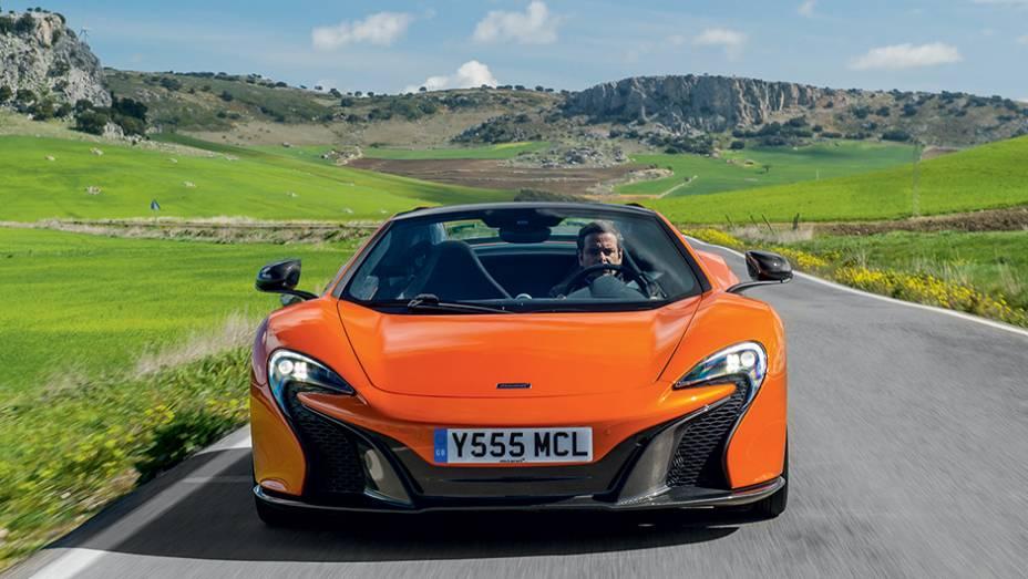 """Faróis imitam logo da McLaren   <a href=""""http://quatrorodas.abril.com.br/carros/impressoes/mclaren-650s-787311.shtml"""" rel=""""migration"""">Leia mais</a>"""