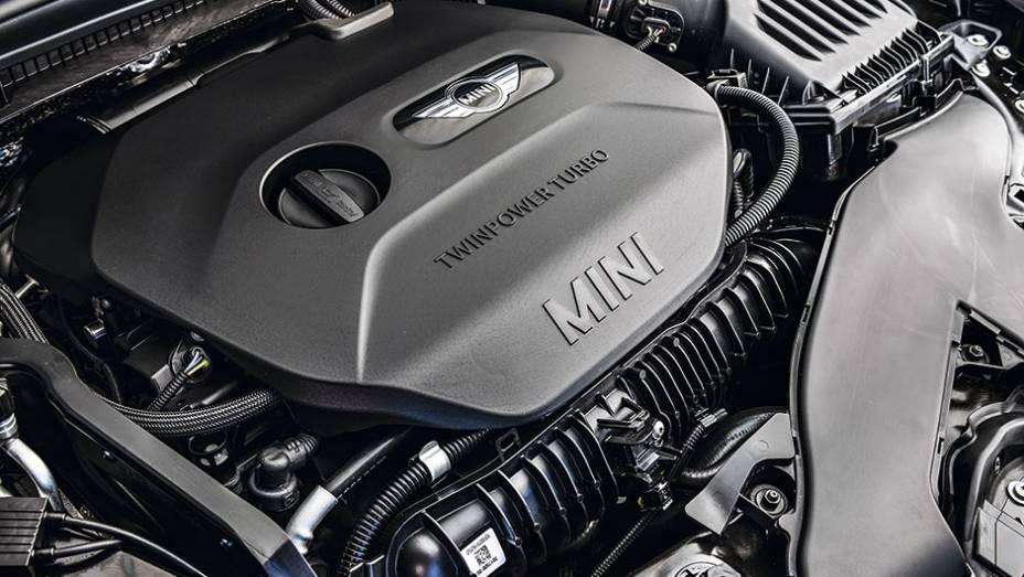 """Motor do Cooper S é um 2.0 turbo de 192 cv   <a href=""""http://quatrorodas.abril.com.br/carros/testes/mini-cooper-799550.shtml"""" rel=""""migration"""">Leia mais</a>"""