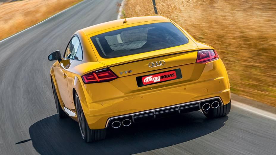 """Novas lanternas lembram as do VW Jetta   <a href=""""http://quatrorodas.abril.com.br/carros/impressoes/audi-tts-quattro-808968.shtml"""" target=""""_blank"""" rel=""""migration"""">Leia mais</a>"""