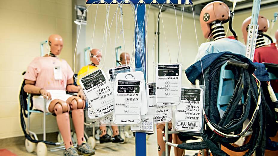 """O dummy recebe até 90 sensores, que medem a gravidade das lesões nas principais partes do """"corpo""""."""