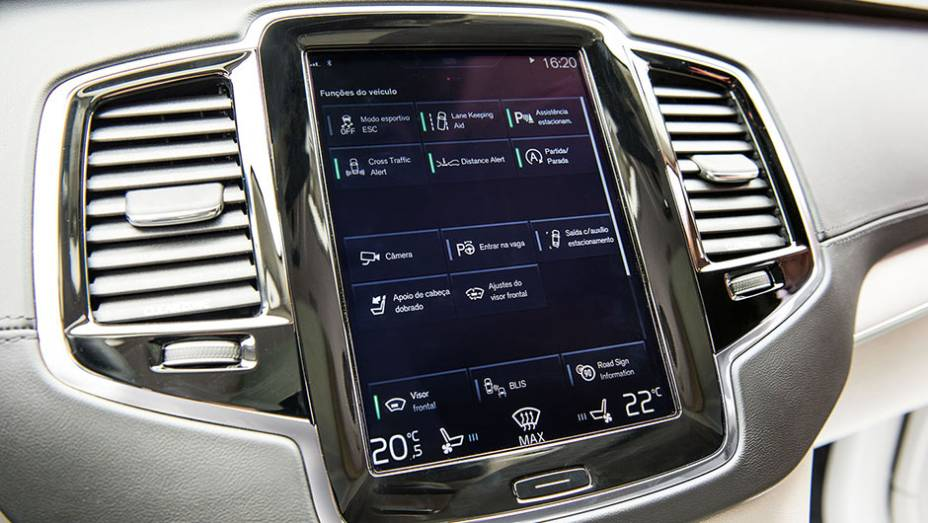 """Tela touch: controle total das funções   <a href=""""http://quatrorodas.abril.com.br/carros/testes/volvo-xc90-906342.shtml"""" target=""""_blank"""" rel=""""migration"""">Leia mais</a>"""