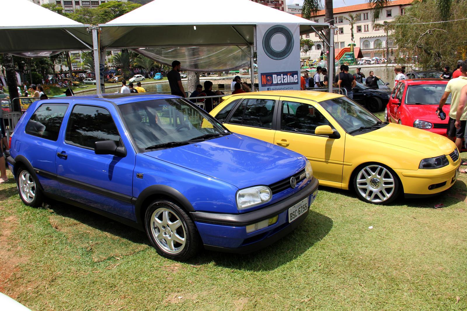 De um lado o raríssimo Golf VR6 importado do México a partir de 1995 com motor 2.8 de 174 cv, do outro o Gol GTI com motor 1.0 16V Turbo de 2000, que vendeu muito pouco