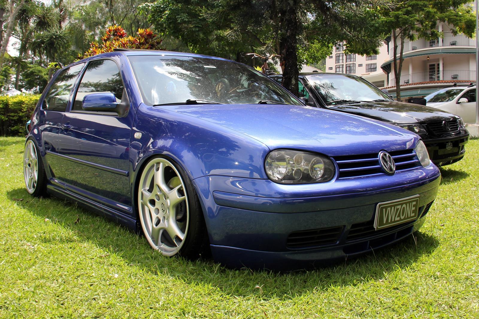 Fabricado no Brasil a partir de 2002 para ser exportado aos EUA e Canadá recebiam o modelo, o Golf VR6 virou edição especial no Brasil em 2003. Apenas 97 unidades foram vendidas.