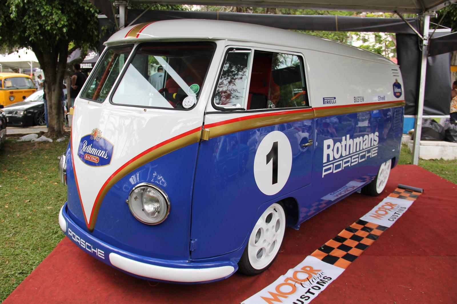 Kombi personalizada com as cores da equipe Rothmans da F-1