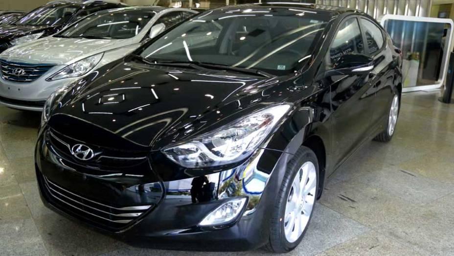 """Hyundai Elantra   <a href=""""http://quatrorodas.abril.com.br/noticias/veloster-elantra-ja-estao-venda-concessionarias-hyundai-303518_p.shtml"""" rel=""""migration"""">Leia mais</a>"""