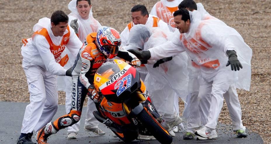 Casey Stoner, da Honda, após queda