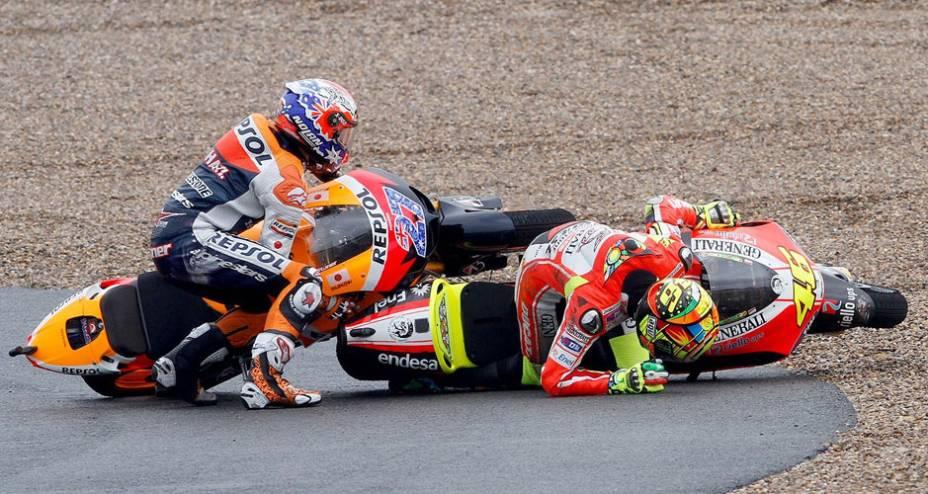 Casey Stoner e valentino Rossi sofreram acidente
