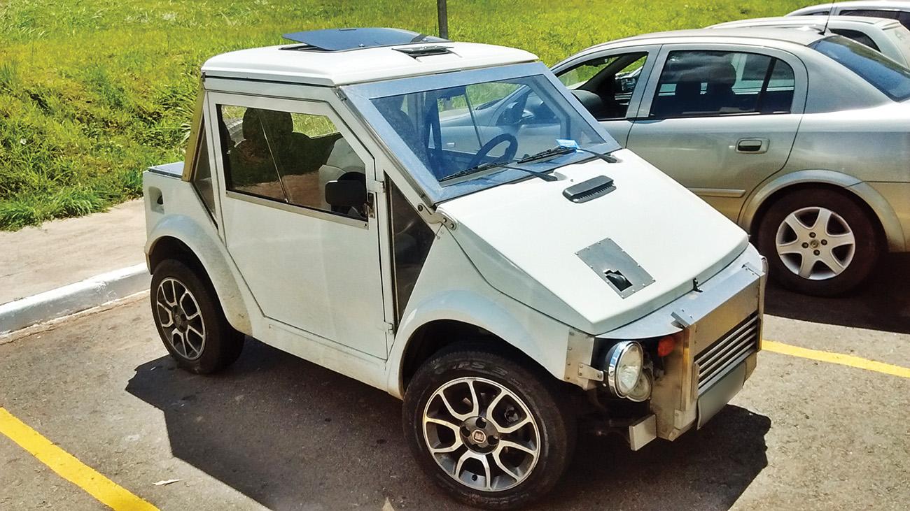 Preservação da espécie não é com o dono deste GUrgel Motomachine com rodas de Uno, capô recortado e dianteira adaptada