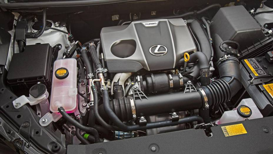 """Motor quatro cilindros 2.0 litros turbo gerando 238 cavalos e 35.67 mkgf de torque   <a href=""""http://quatrorodas.abril.com.br/noticias/saloes/pequim-2014/lexus-revela-crossover-nx-2015-pequim-780341.shtml"""" rel=""""migration"""">Leia mais</a>"""
