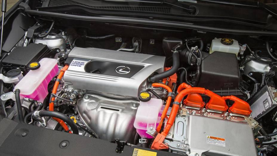 """Sistema híbrido com motor Atkinson e gerador elétrico   <a href=""""http://quatrorodas.abril.com.br/noticias/saloes/pequim-2014/lexus-revela-crossover-nx-2015-pequim-780341.shtml"""" rel=""""migration"""">Leia mais</a>"""