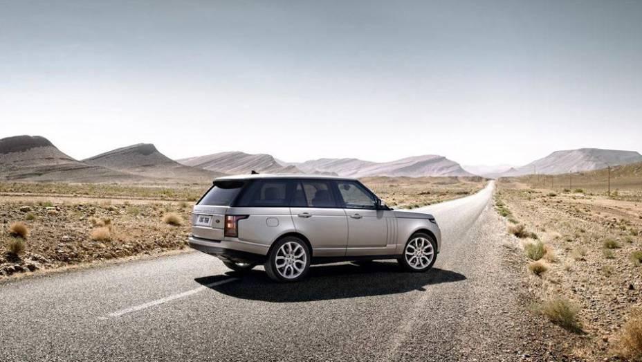 """Novo Land Rover Range Rover custará o equivalente a R$ 229.500 no Reino Unido   <a href=""""http://quatrorodas.abril.com.br/noticias/mercado/land-rover-ranger-rover-custara-r-229-000-r-u-700829.shtml"""" target=""""_blank"""" rel=""""migration"""">Leia mais</a>"""