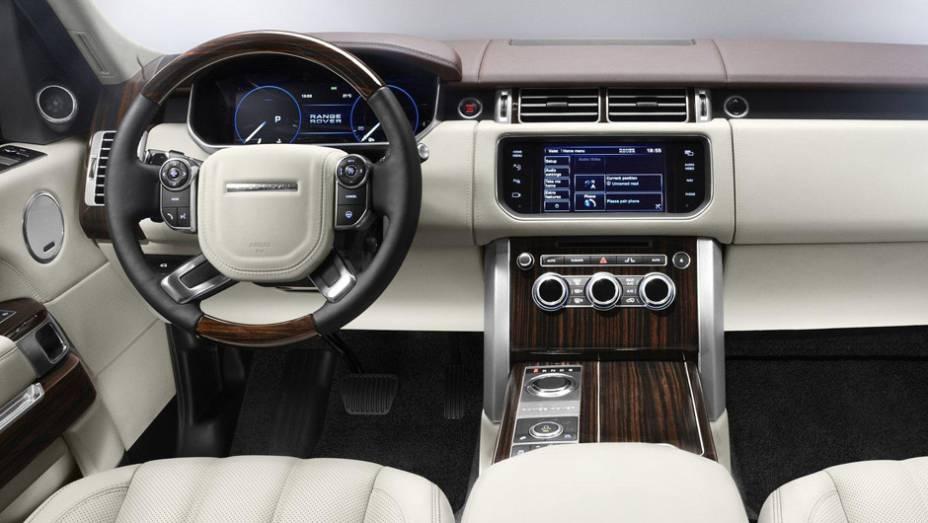 """SUV não perdeu a aptidão off road, diz a marca   <a href=""""http://quatrorodas.abril.com.br/saloes/paris/2012/range-rover-702581.shtml"""" rel=""""migration"""">Leia mais</a>"""