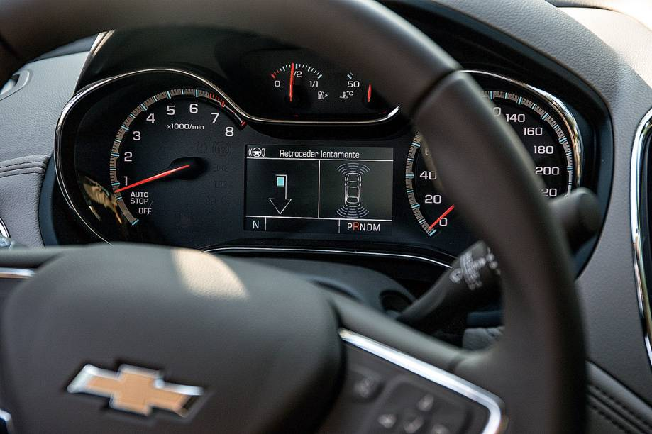Durante a manobra, o limite de velocidade é de 8 km/h