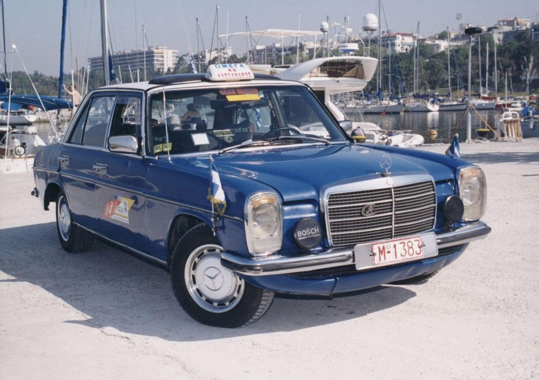 Mercedes-Benz 200D W115 taxi