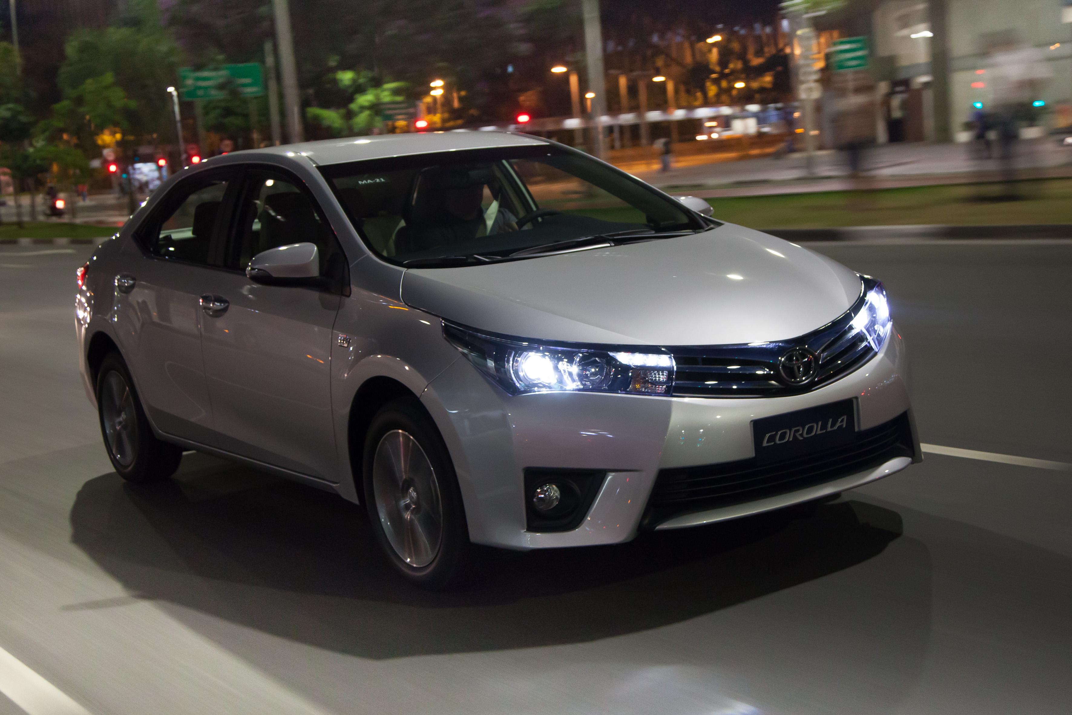 Corolla Altis agora pode chegar a até R$ 109.250 com pintura perolizada