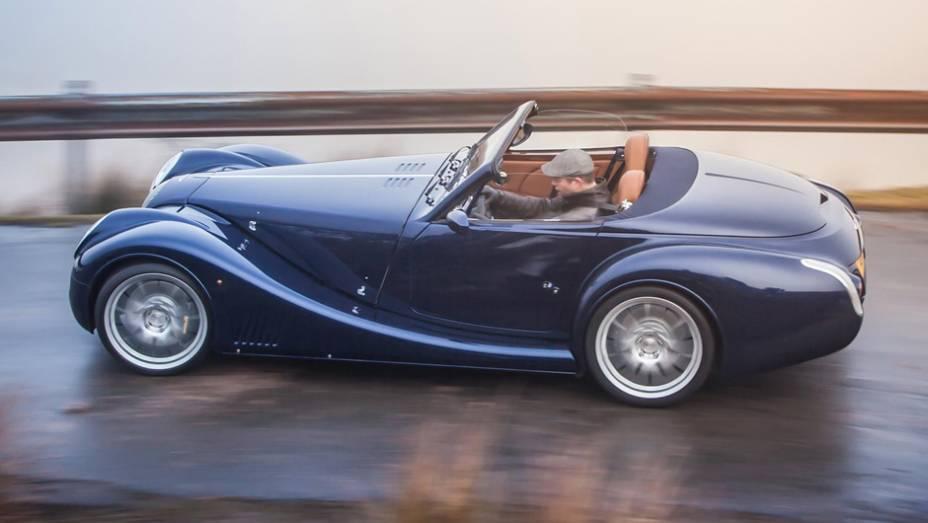 Visual continua clássico, mas por dentro, muitas novidades como chassi mais rígido, freios ABS com EBD, piloto automático e airbags  