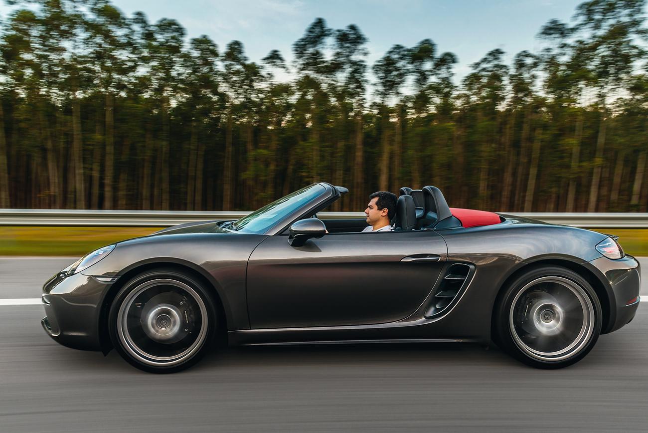 A marca também oferece a versão S com motor 2.5 de 350 cv