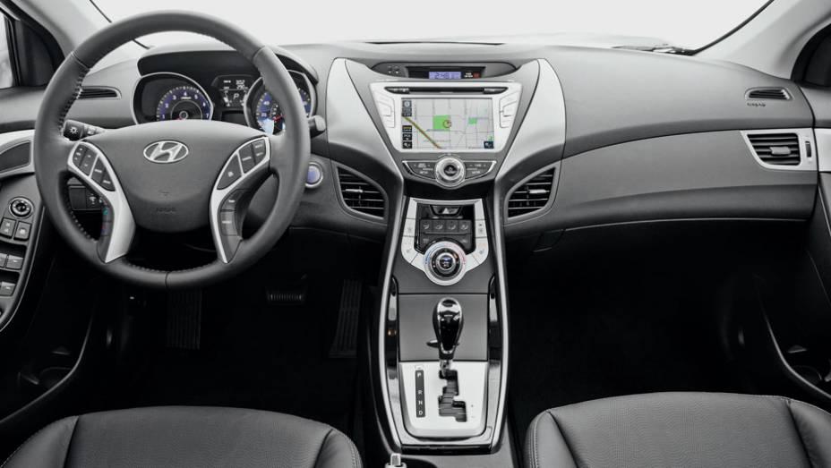 Pacote generoso: duplo airbag, tela 7 polegadas e um automático de seis marchas