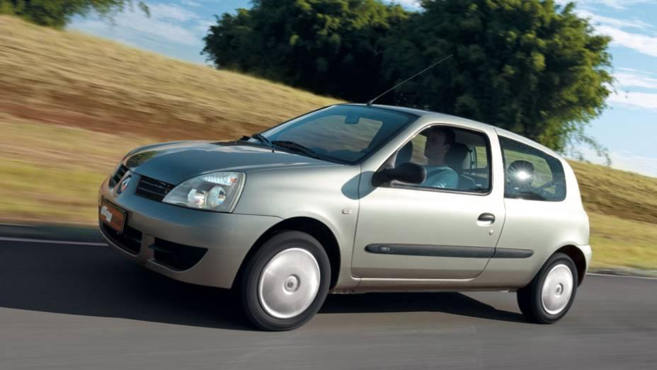 Estilo europeu dos anos 90: o Clio pode se despedir do Brasil em 2012