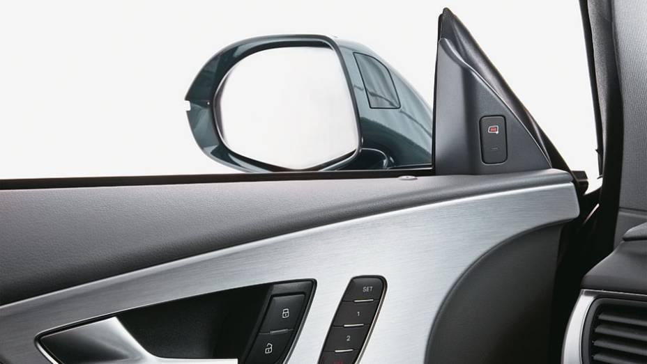 Alerta de veículos nos pontos cegos dos retrovisores