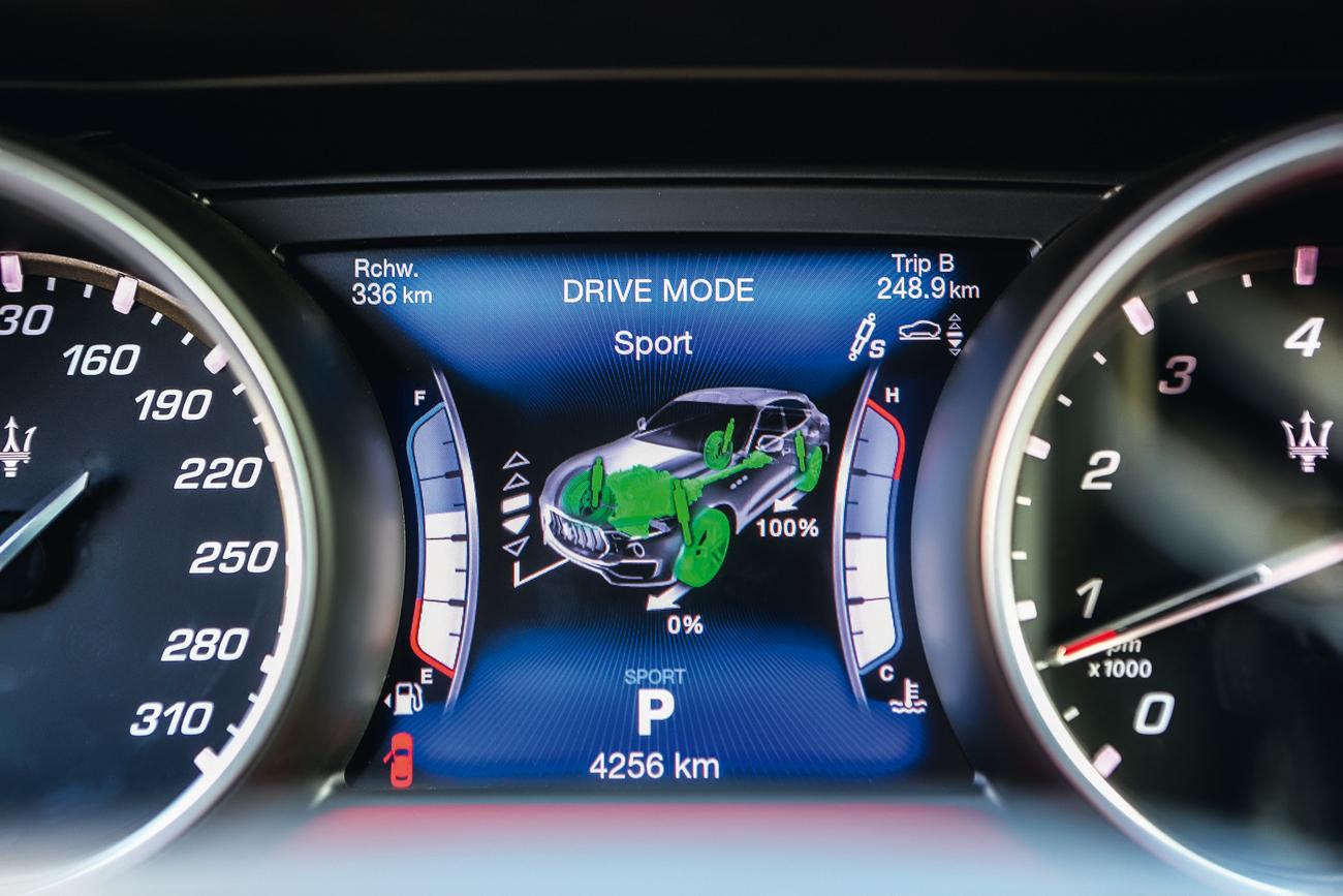 São quatro modos de condução: Normal, I.C.E (também conhecido como Eco), Sport e Off-road