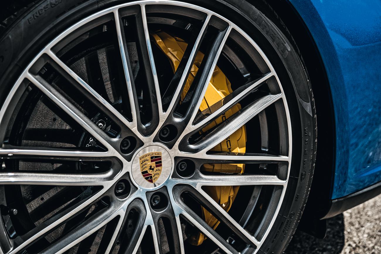 Rodas aro 21 vestem pneus de medidas diferentes na frente e atrás