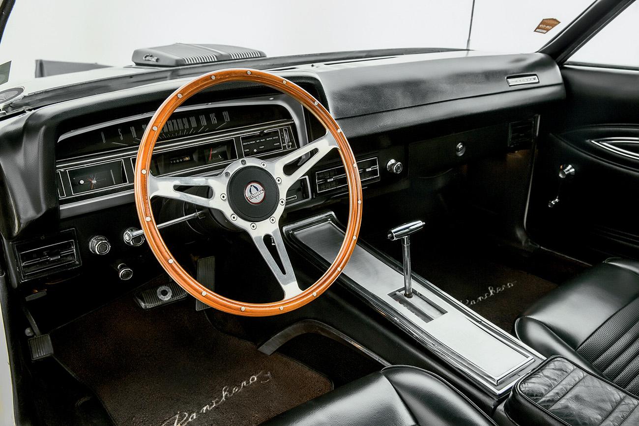 Conforto de automóvel: direção hidráulica e câmbio automático