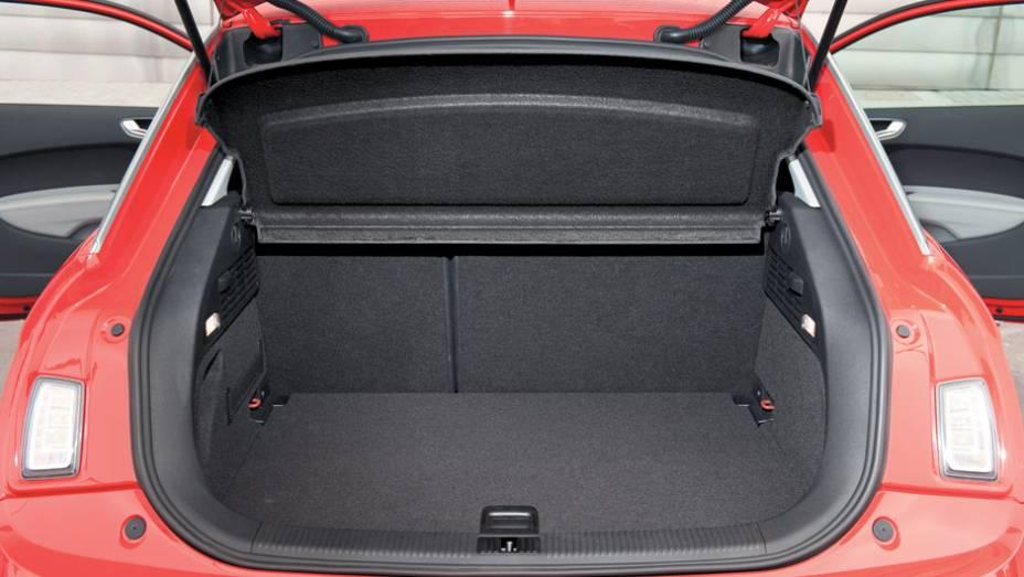 Porta-malas leva 270 litros de bagagem